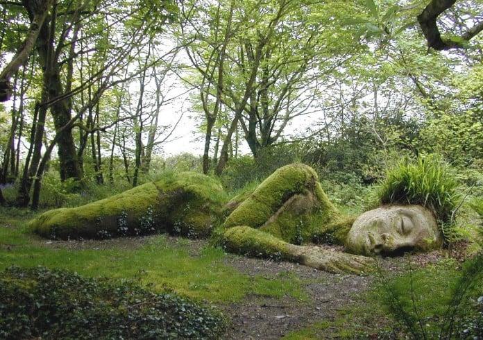 Creative Moss Garden Statue