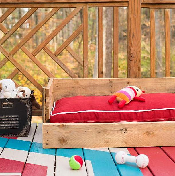 DIY outdoor dog beds