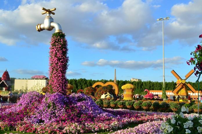 Dubai-Flower-Spill-Pink
