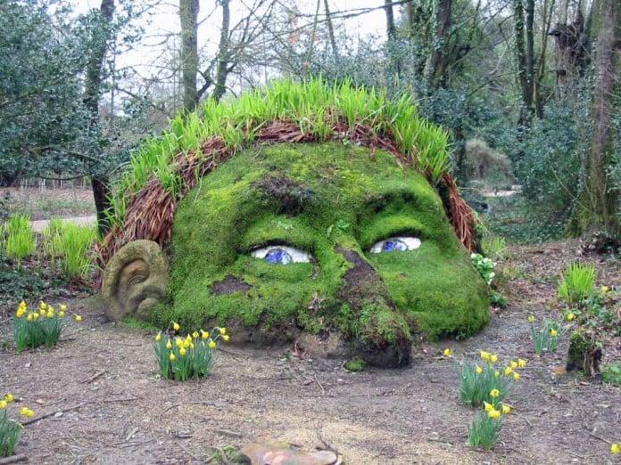 30 Moss Garden Ideas Graffiti Statue Ornament Designs