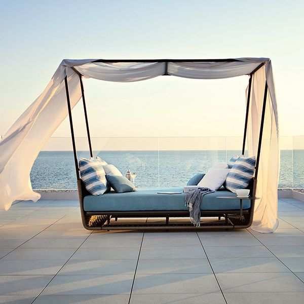 48 spectacular outdoor daybeds for relaxing in the sun for Pool canopy bed