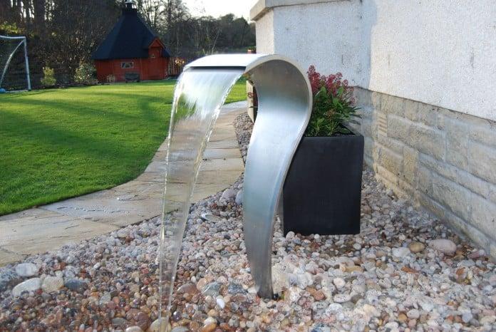 Garden water feature sculpture