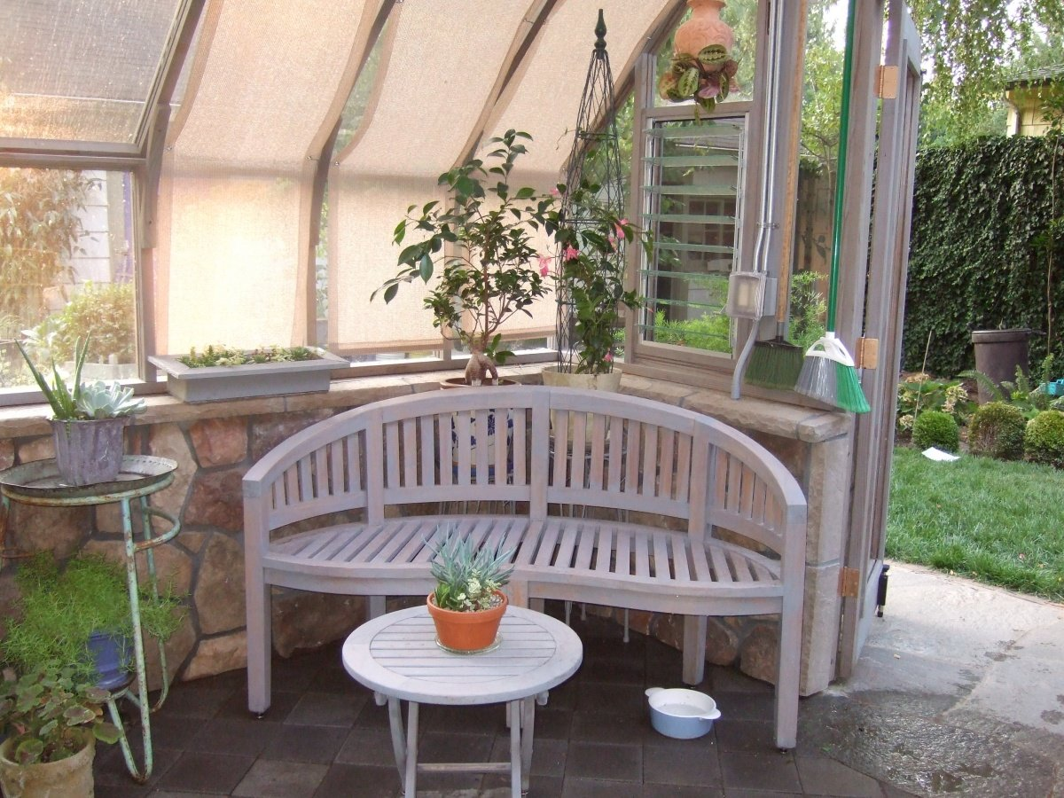 round-bench-inside-the-tudor-greenhouse