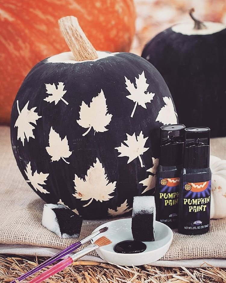 black-and-white-leaf-motif-pumpkin