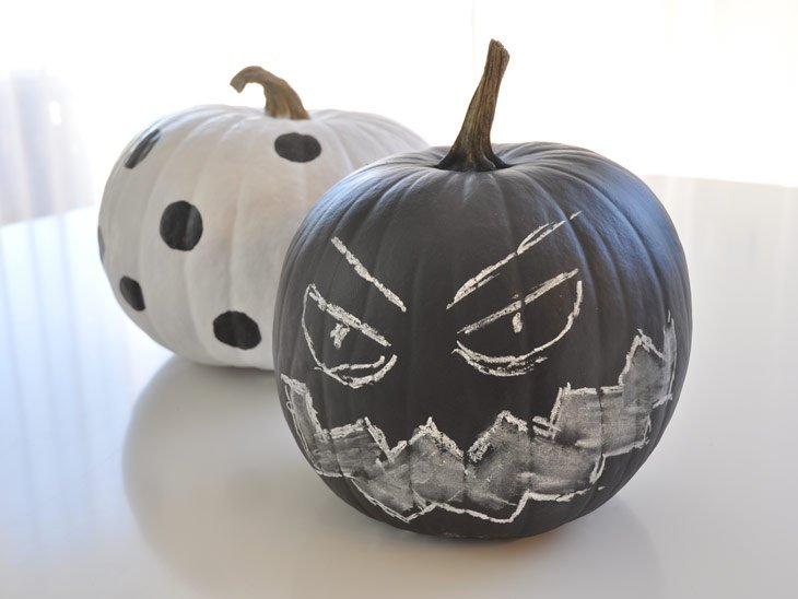 chalkboard-copper-and-white-pumpkins