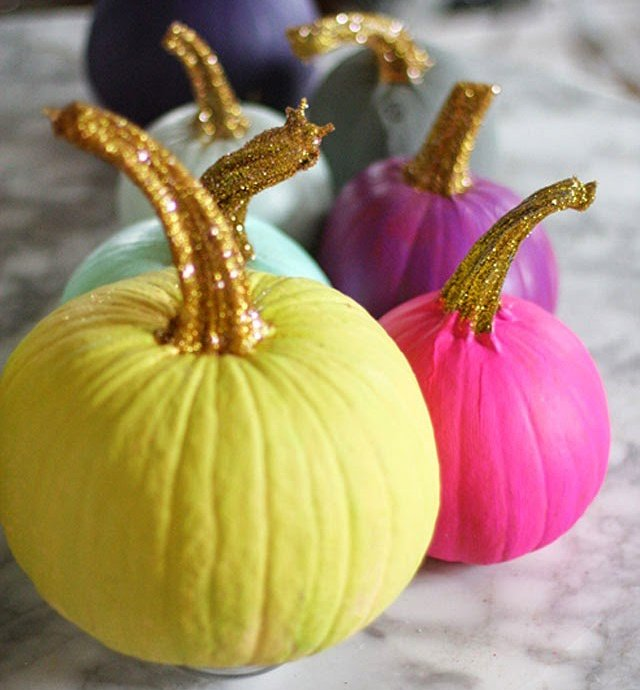 painted-pumpkins-with-glittered-stems