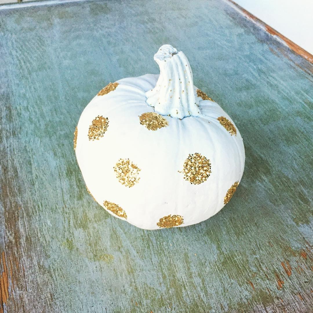 pumpkin-with-glitter-circles