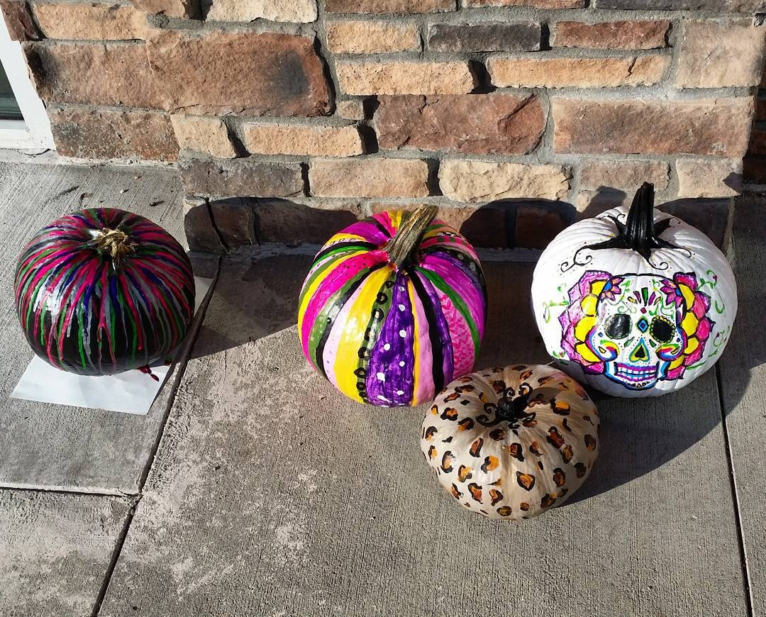 quite-a-bunch-of-painted-pumpkins