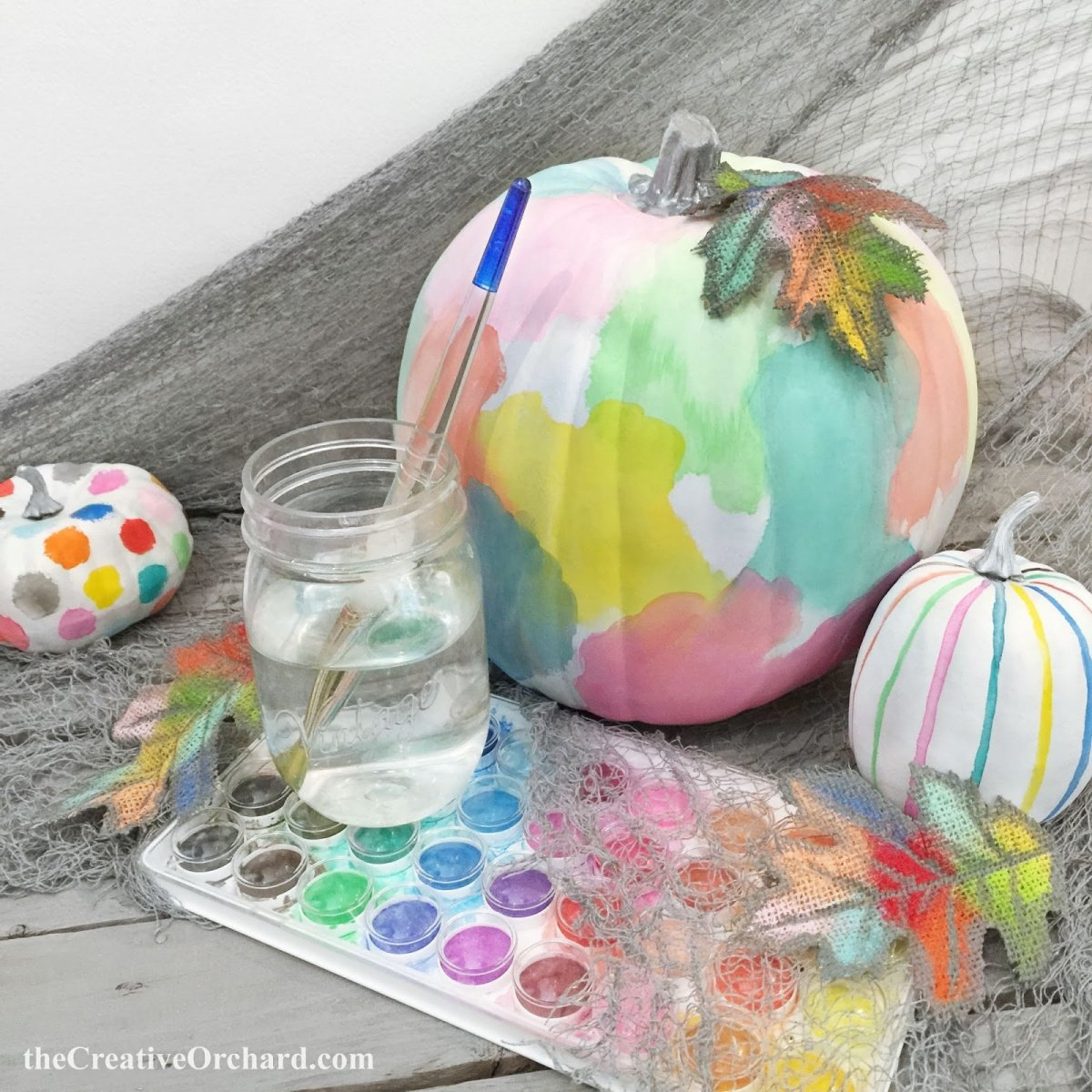 watercolor-painted-pumpkins