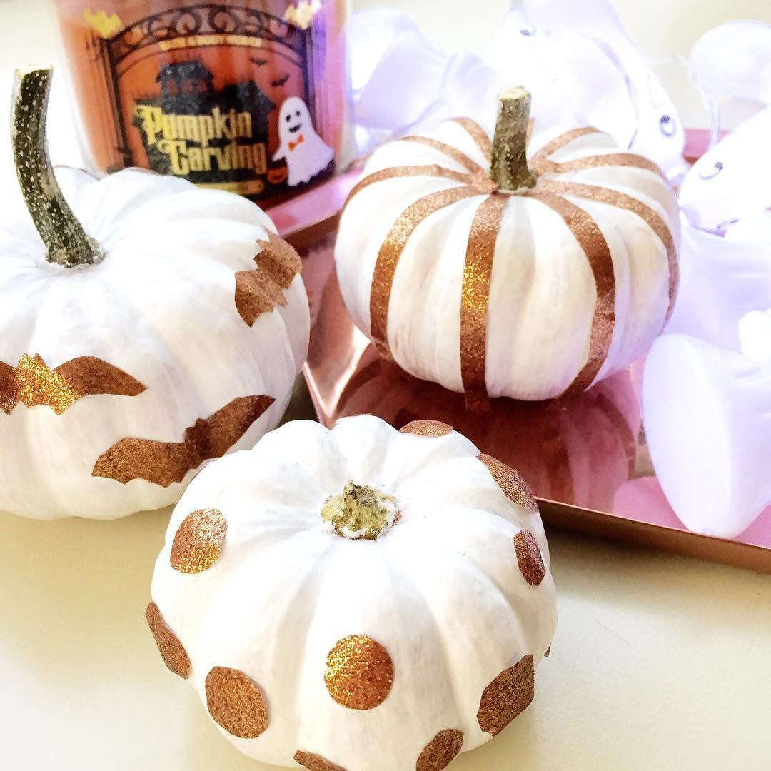 white-glitterred-tape-pumpkins-with-stripes-and-circles
