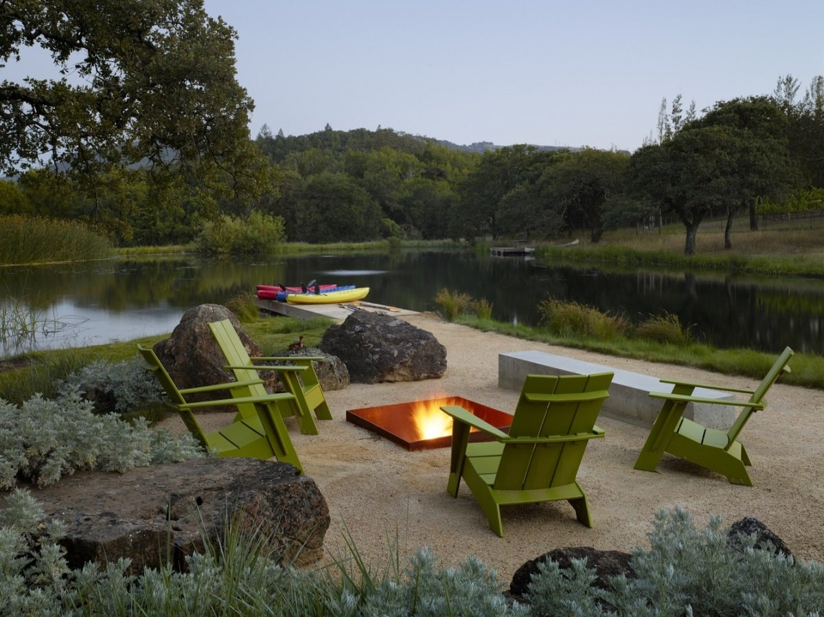 outdoor-fire-pit-seating-ideas-23