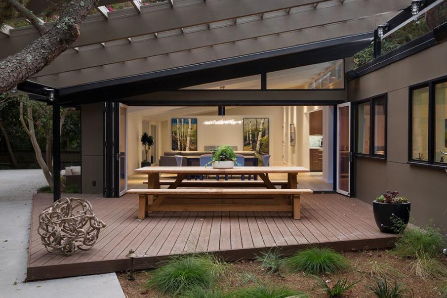 A deck idea with dining table and pergola roof