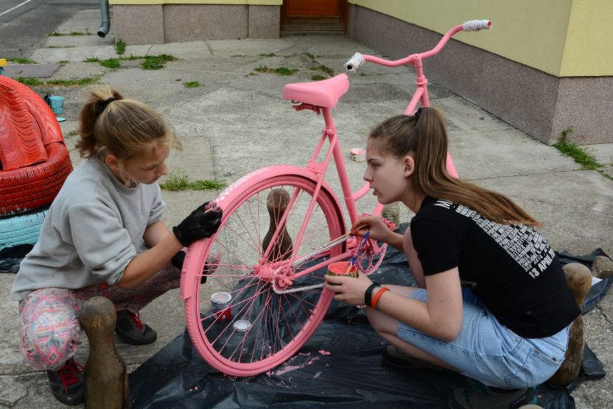 Kids decorating a bike planter