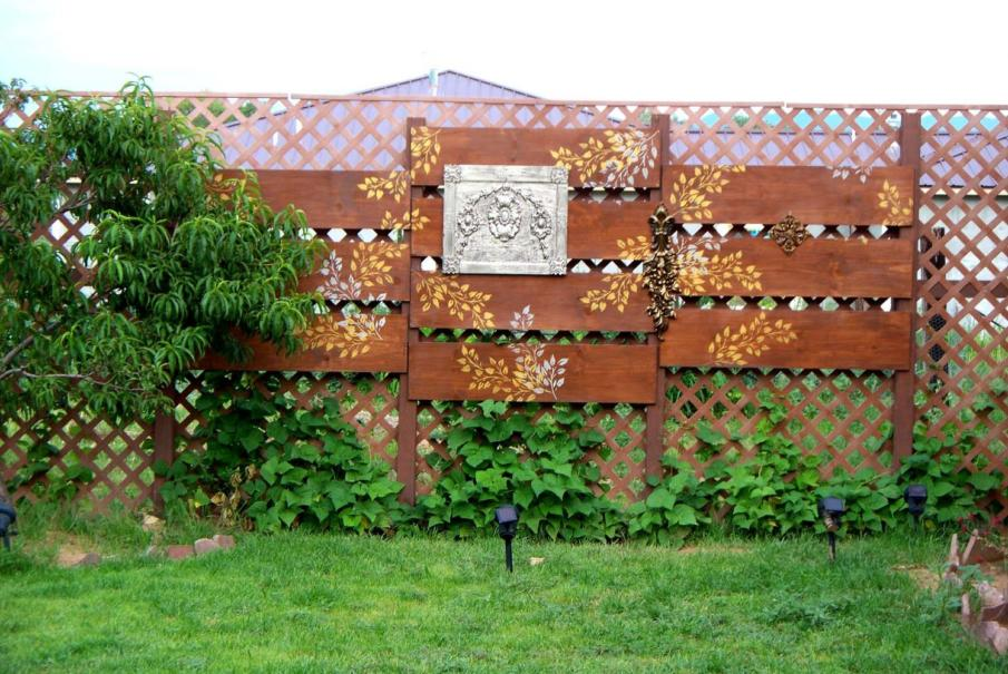 Lattice Art Privacy Wall