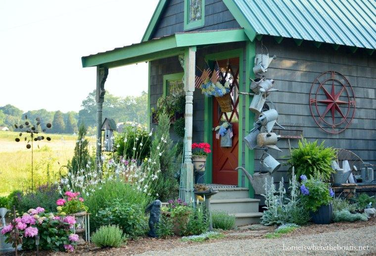 How to decorate your shed with Watering cans