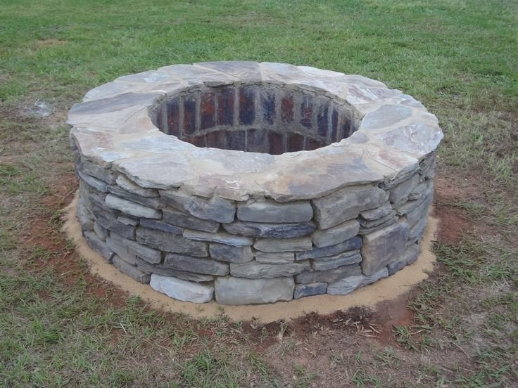 Above ground DIY flagstone fire pit idea
