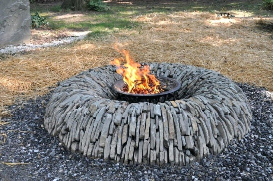 Amazing flagstone fire pit design