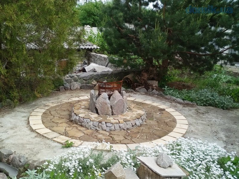 Flagstone patio with an artistic firepit design