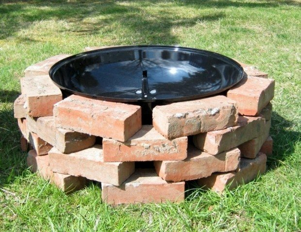 Cheap stacked brick fire pit design