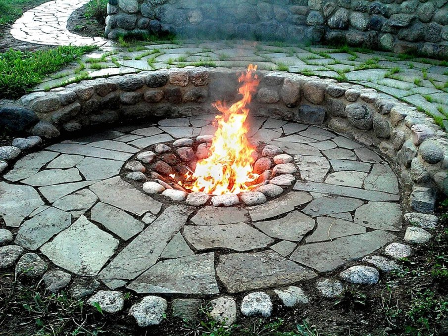 Circular flagstone patio idea with a simple fire pit