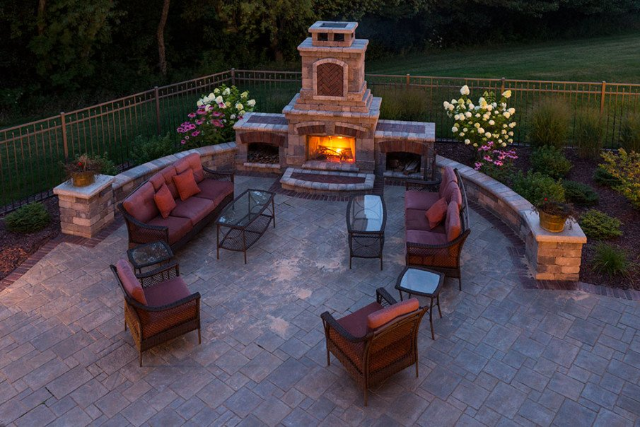 Circular patio with fireplace designs