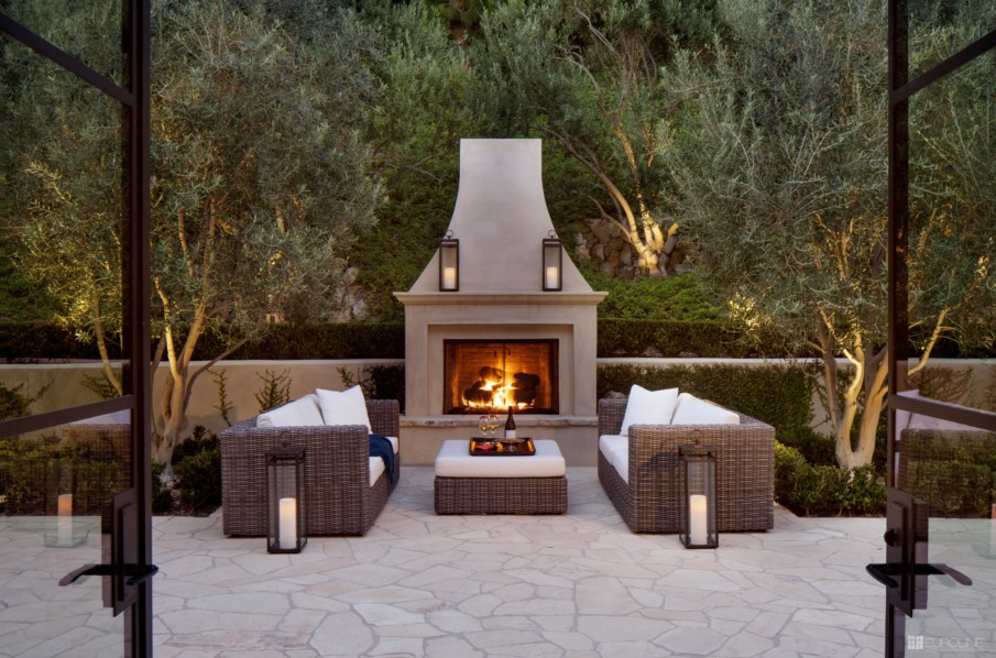 Classic patio with fireplace design