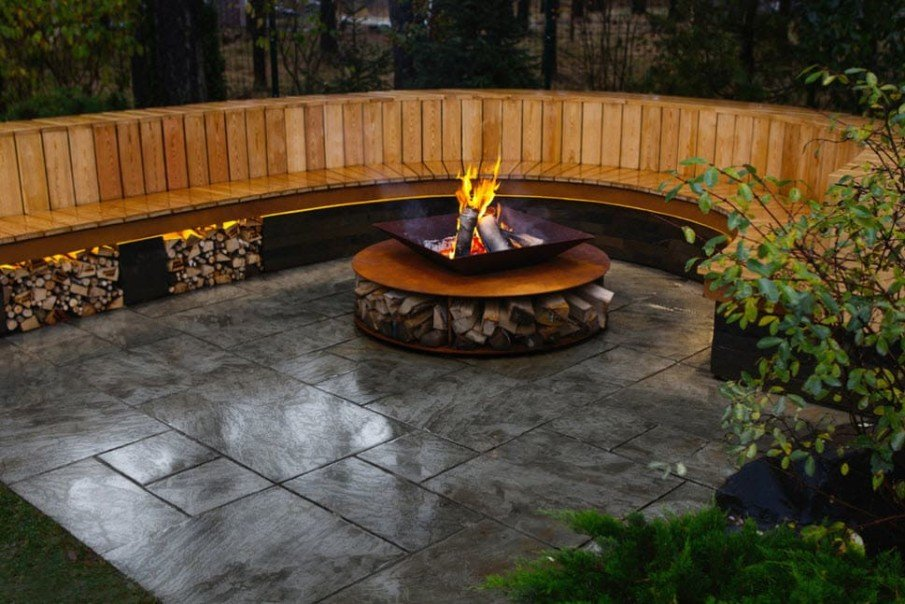 Cool circular wood fire pit seating area design