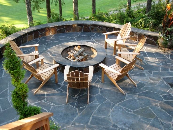 A elegant home patio with fire pit built from flagstones