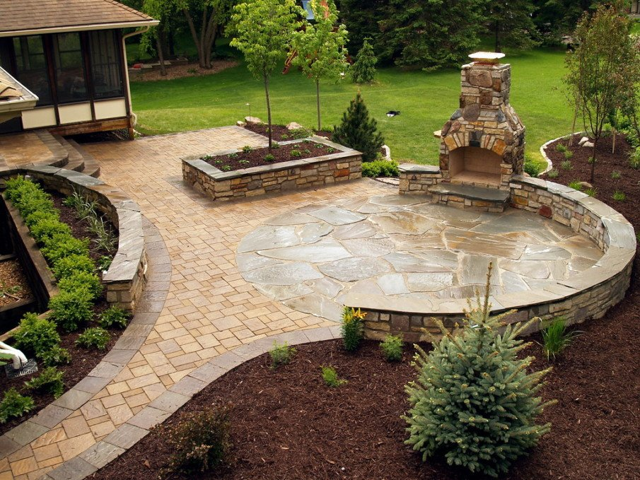 A flagstone design idea for small round patio with fire pit
