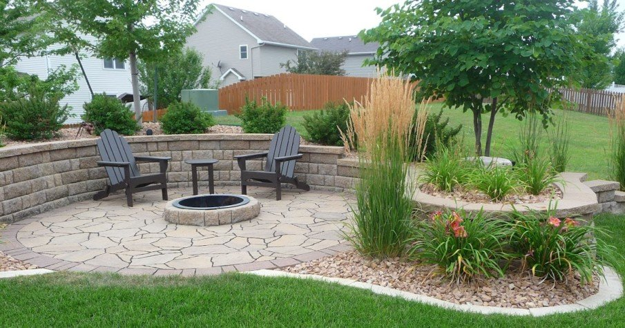 Flagstone firepit patio with retaining wall ideas