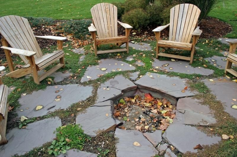 The simplest way to make a fire pit patio - place flagstones in a pattern so that they form a hole in the ground