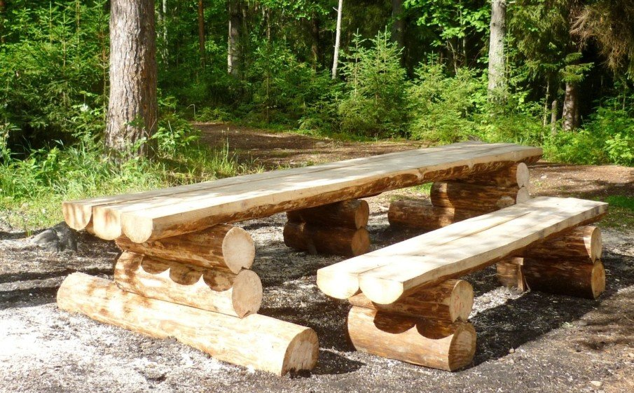 Long log picnic table design ideas