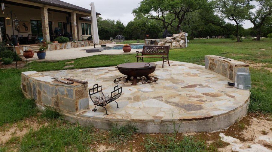 Raised flagstone patio design