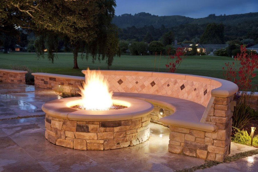 Round fire pit seating idea
