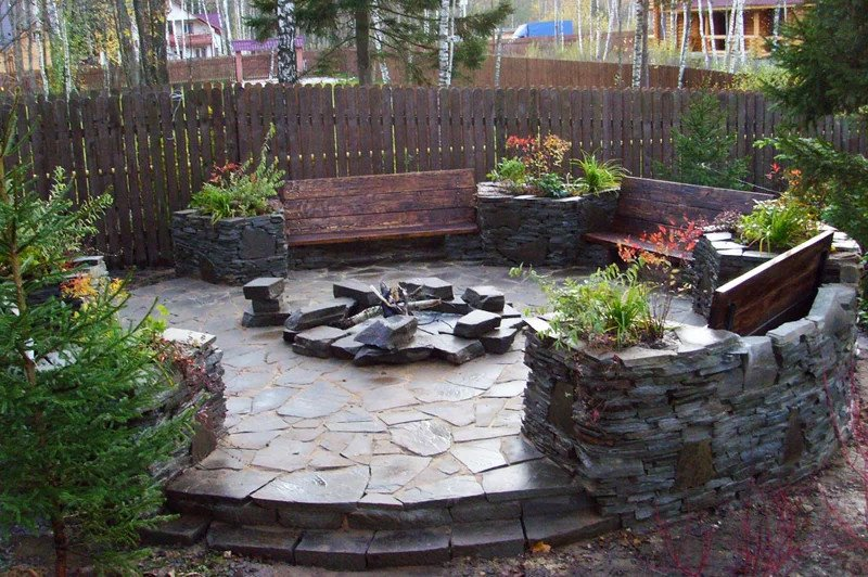 Round flagstone patio with fire pit design