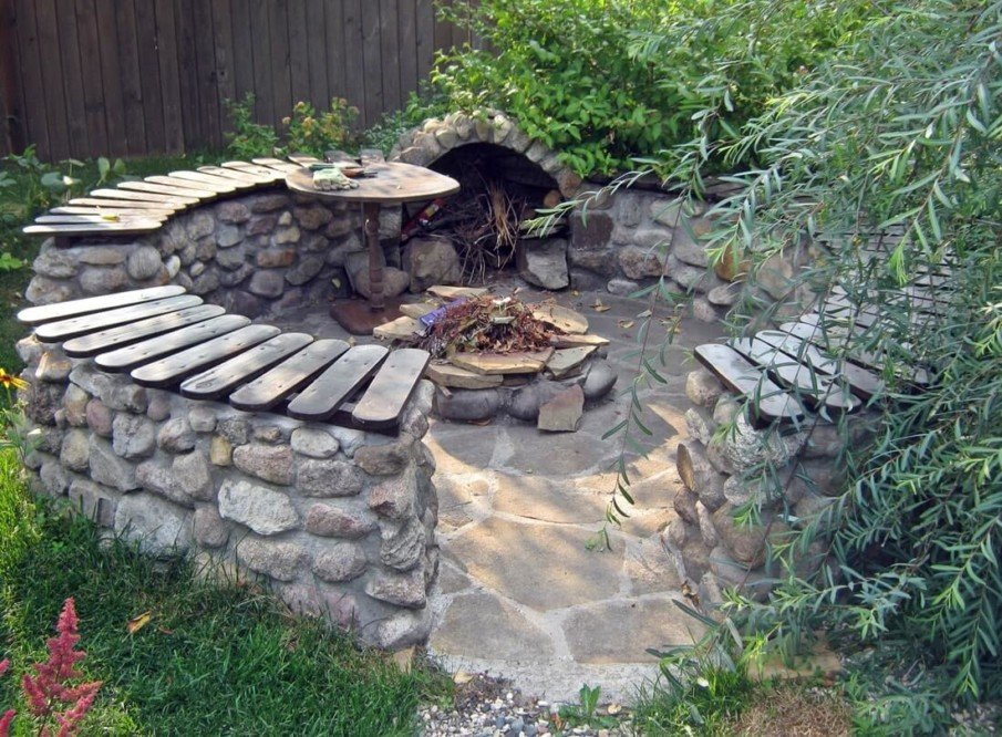 Rustic circular fire pit seating idea