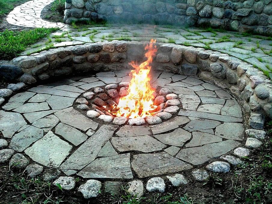 Rustic circular sunken firepit area design