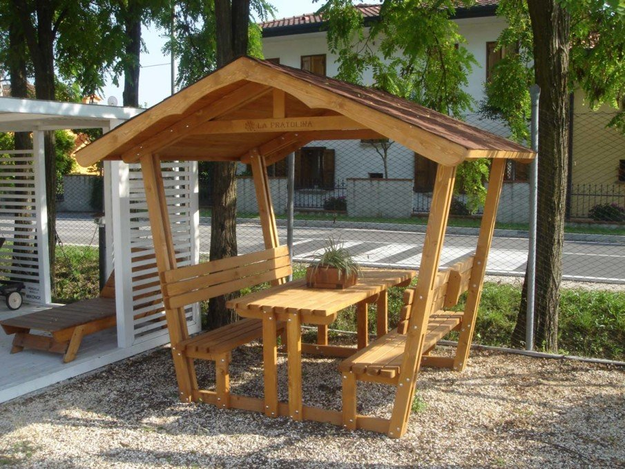 Simple backyard arbor design idea