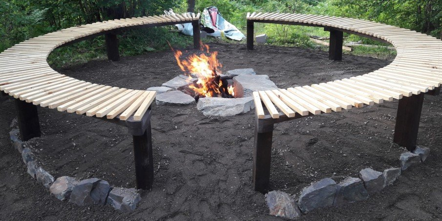 Simple circular seating design around fire pit