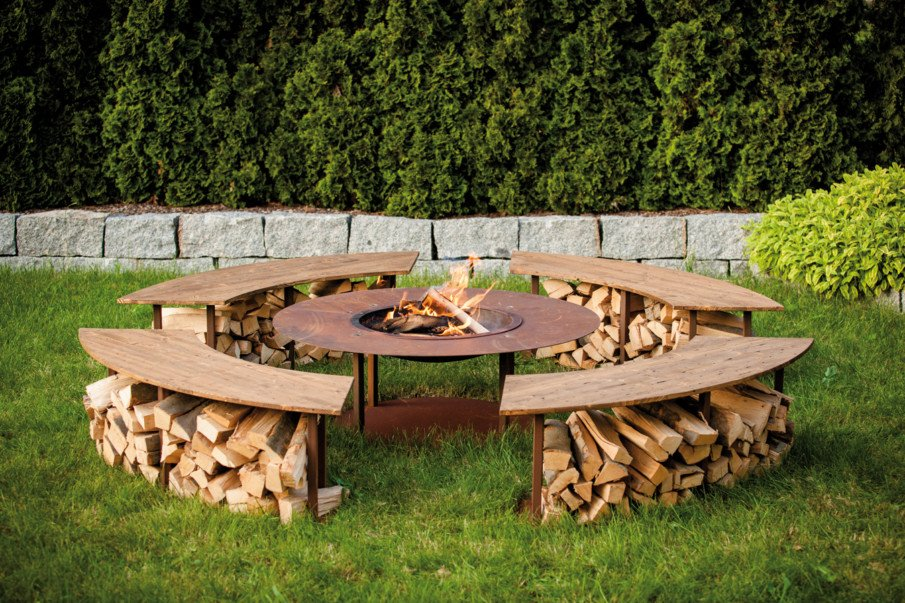 Simple wood and metal circular fire pit seating design