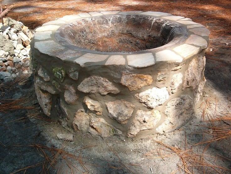 Stone and concrete fire pit idea