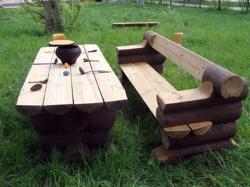 Unique outdoor table idea with bench