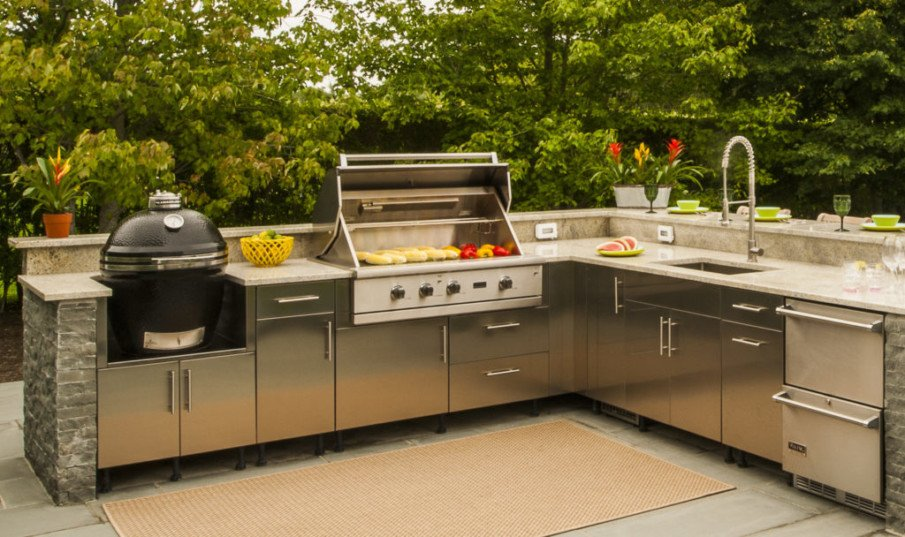 Big green egg grill in l-shaped outdoor kitchen idea