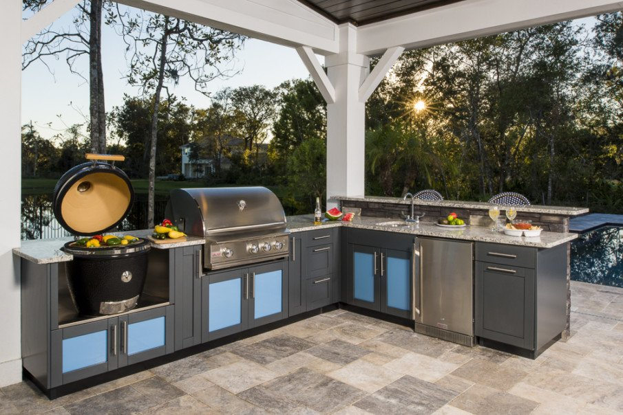 Big green egg l-shaped outdoor kitchen design