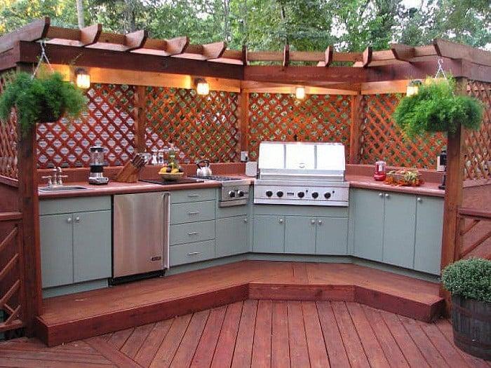 Corner pergola outdoor kitchen ideas with lattice