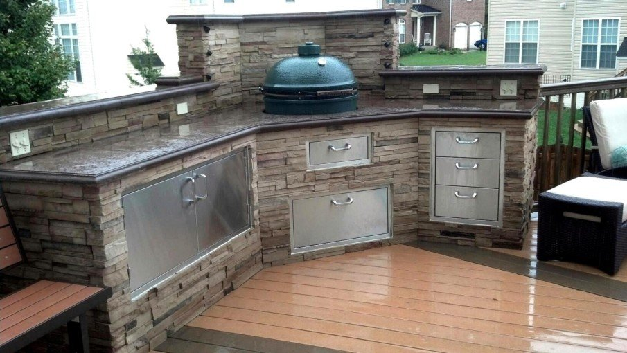 Green egg built-in outdoor kitchen idea