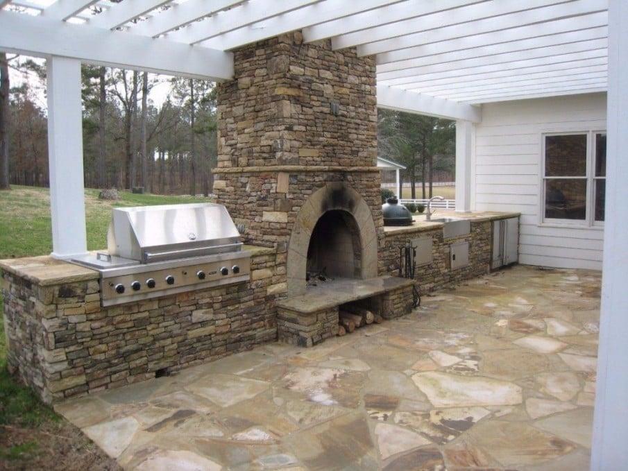 Patio outdoor kitchen under pergola