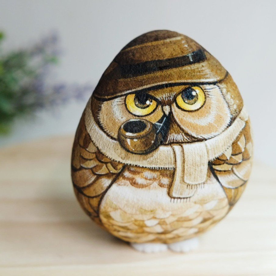 Brown owl painting with a pipe