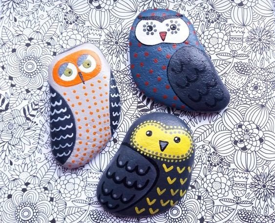 Decorative Owl Painted Garden Rocks - great ideas for DIY beginners