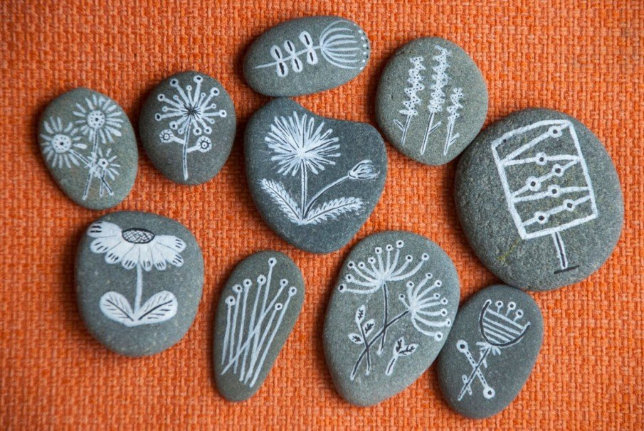 Beautiful black and white painting ideas for grey pebbles